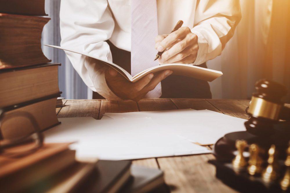 Image d'illustration sur la loi finance 2020 avec un conseiller